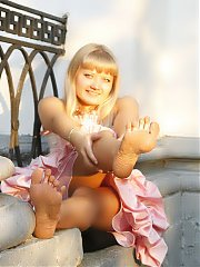Girls Feet Galleries